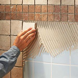 Грунтовать старое плиточное покрытие перед укладкой новой плитки своими руками