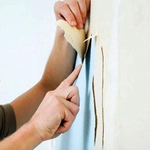 Снять старые обои со стен или потолка своими руками