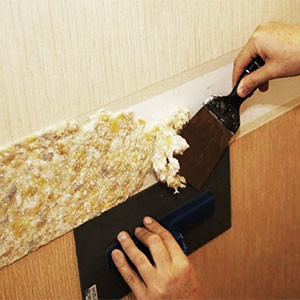 Снять жидкие обои со стен или потолка своими руками