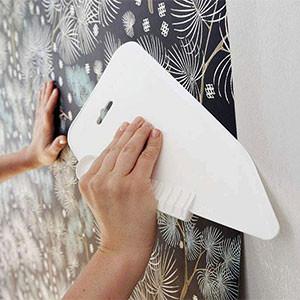 Клеить флизелиновые обои на стены или потолок своими руками