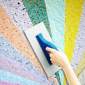 Нанести жидкие обои на стены или потолок своими руками