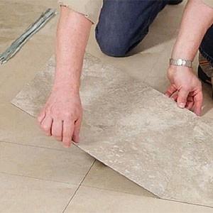 Уложить виниловую ПВХ плитку на пол своими руками